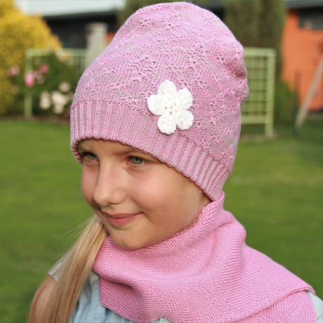 Hall-roosa müts käsitsi heegeldatud lillega, 100% meriinovill