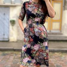 Must kleit lilledega