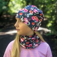 Tumesinine müts lilledega